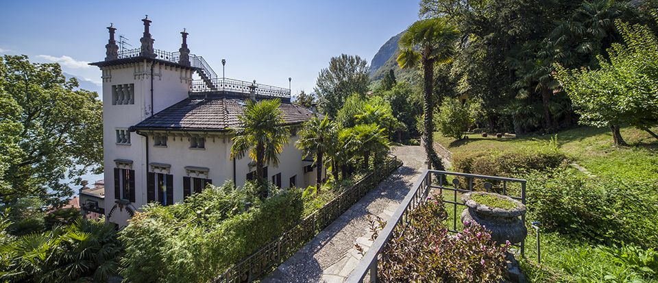 Luxury Villa with Splendid View of Lake Como Image 1