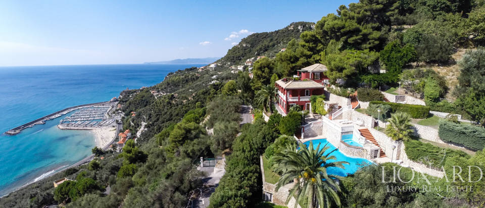 seaside luxury villa with pool liguria