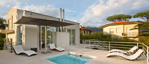 modern luxury villa with pool in forte dei marmi