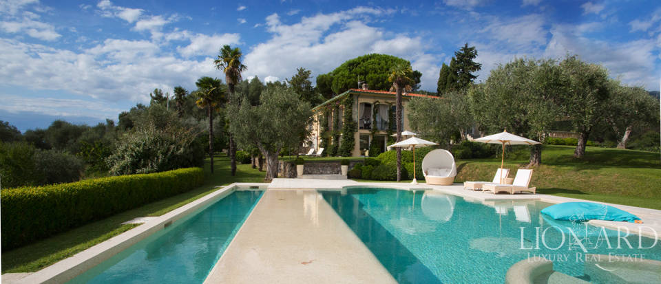 Magnificent Luxury Villa with Pool in Camaiore Image 1