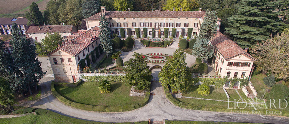 magnificent tortenelmi luxury villa piemont