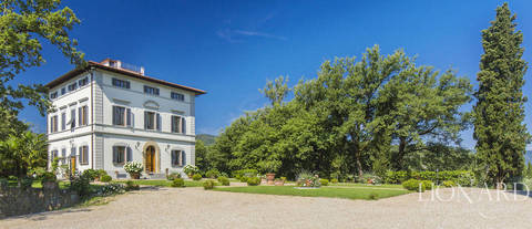 luxury villa in the hills of chianti