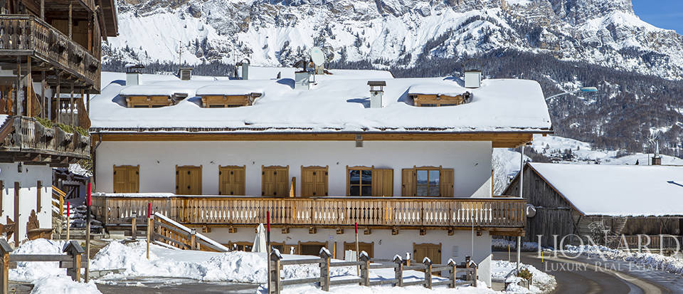 Luxurious apartment for sale in Cortina d
