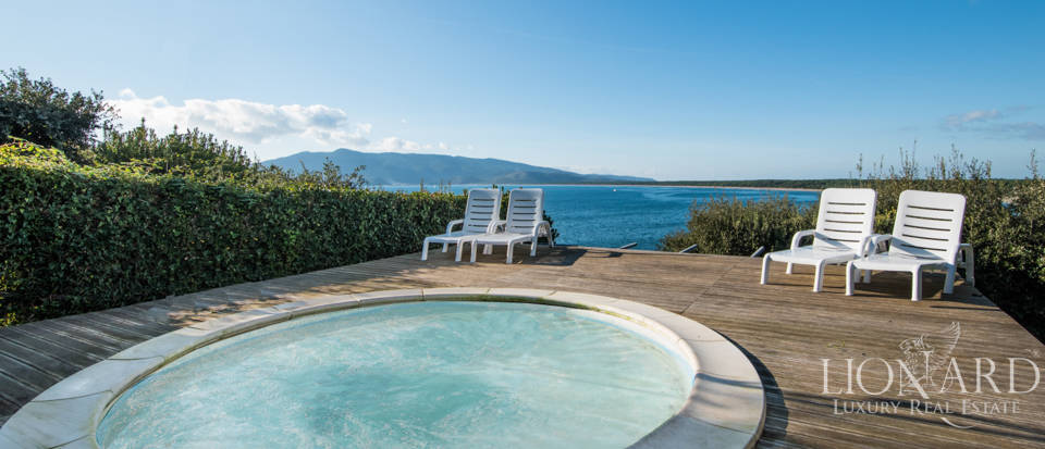 Beautiful Seaside Villa in Ansedonia Image 1