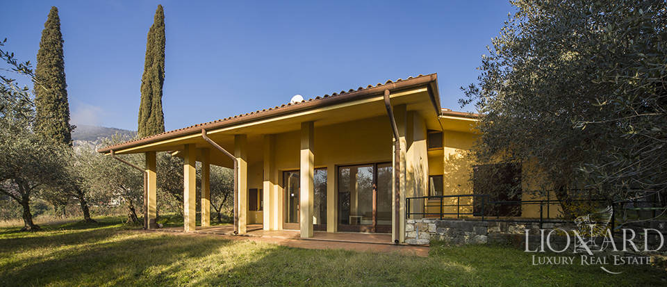 modern luxury villa for sale on lake garda