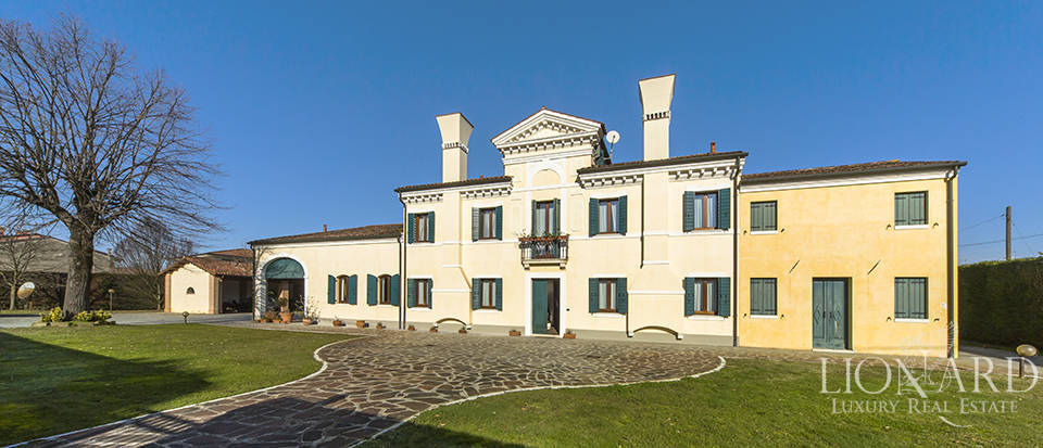 Magnificent Historic Residence for Sale in Padua Image 1