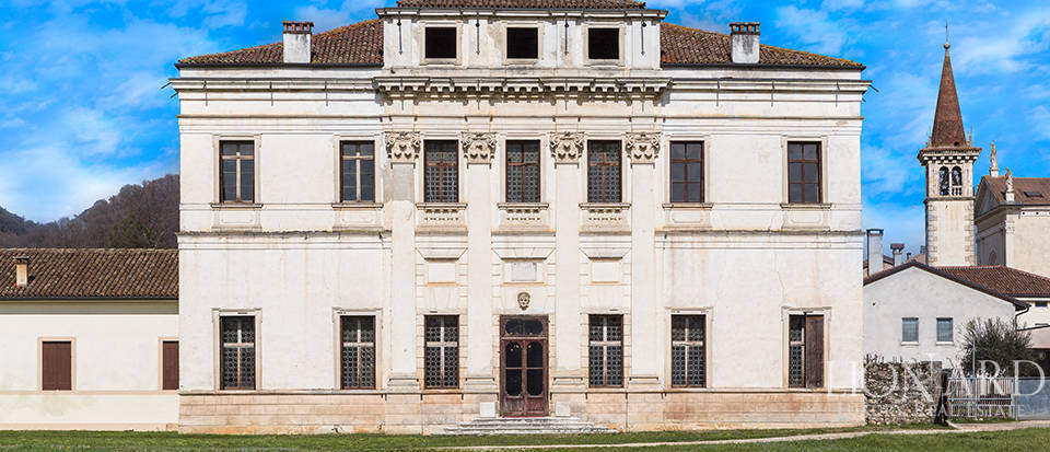 Magnificent Venetian Villa for Sale in Vicenza Image 1