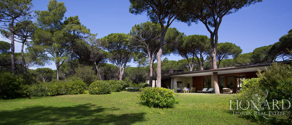 villa for sale in the pine forest of roccamare
