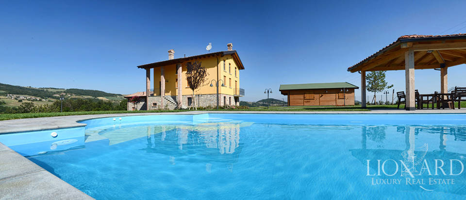 holiday farm with pool for sale in emilia romagna