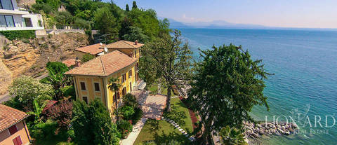 upeat luxury villa gardajarven
