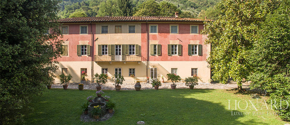 Antique luxury villa for sale in Lucca Image 1