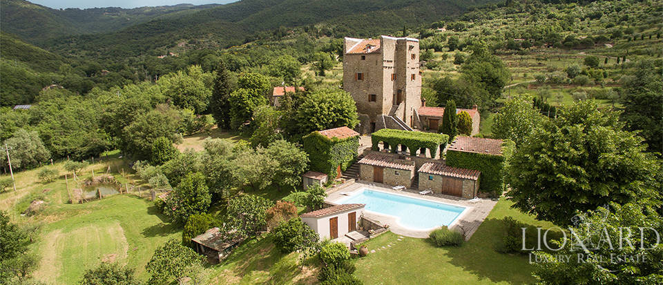 Historic farmhouse for sale on Arezzo