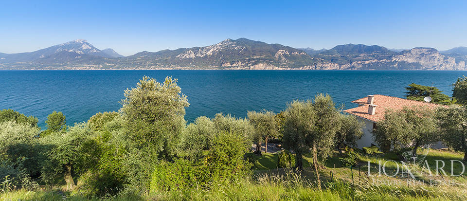 distinctive villa on lake garda