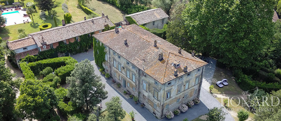 ancient luxury villa with pool for sale in lucca