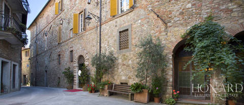 luxurious period estate for sale in perugia