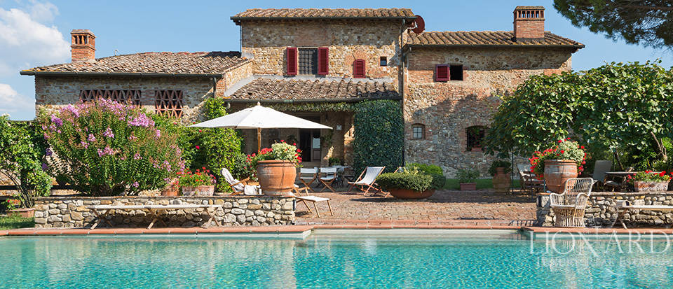 lovely tuscan farm building on chianti s hills