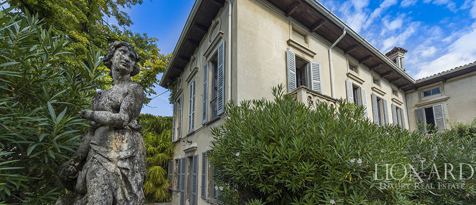 Historic villa for sale in the province of Como Image 1