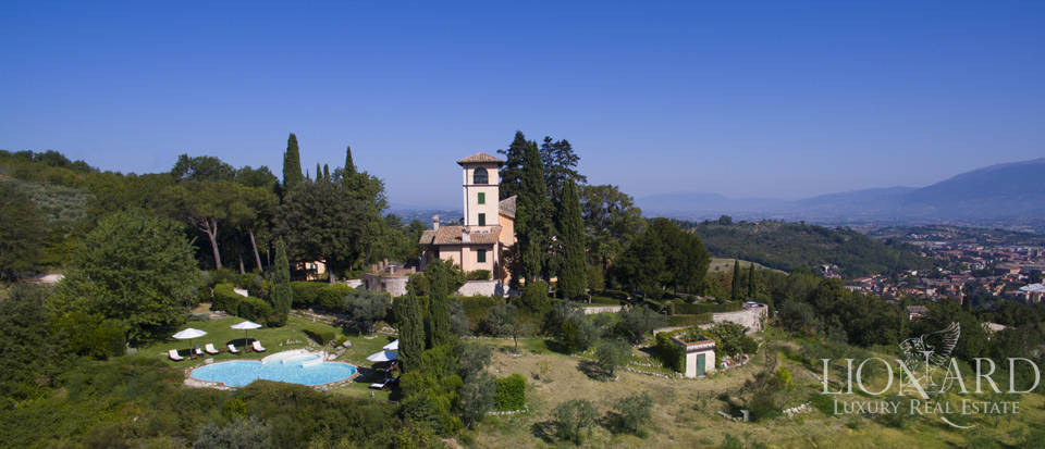 Luxury villa for sale on the hills in Umbria Image 1