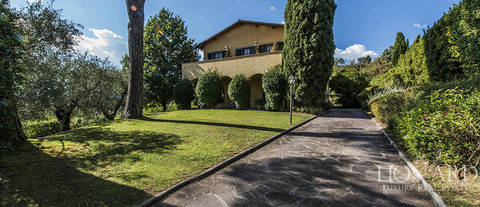 luxuy house with swimming pool for sale in lucca