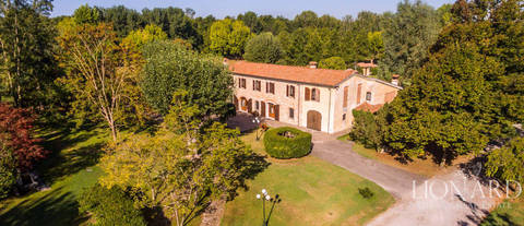 villa with swimming pool near forte dei marmi