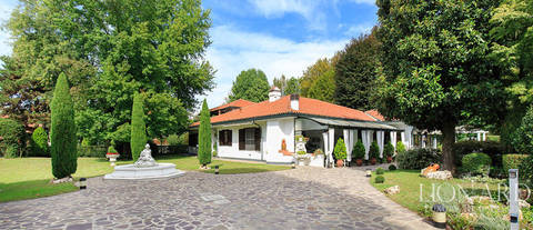magnificent villa near milan