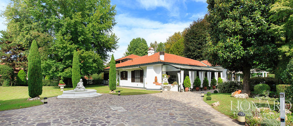 Magnificent villa near Milan Image 1