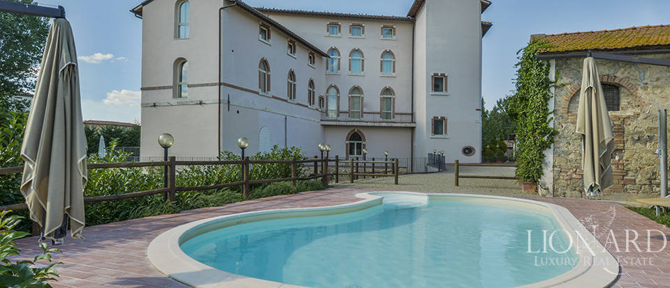 Lovely hotel for sale in the province of Florence Image 1