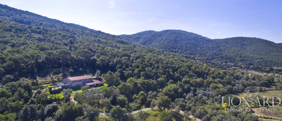prestigious property for sale on the umbrian hills
