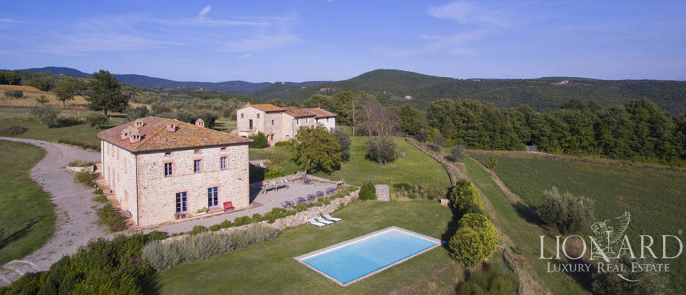 old farmstead for sale on the umbrian hills