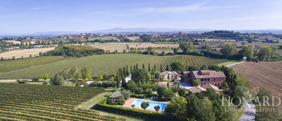 country resort for sale in montepulciano
