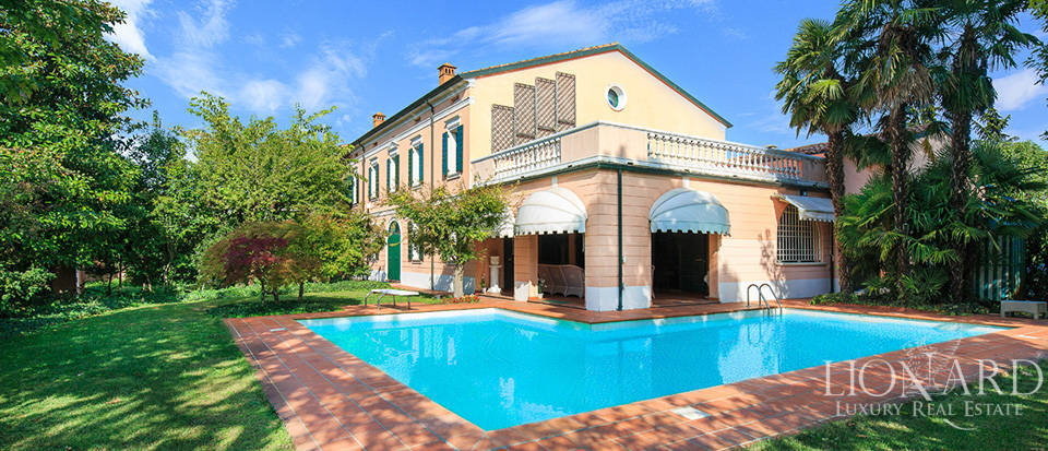 Magnificent villa with swimming pool for sale in Mantua Image 1