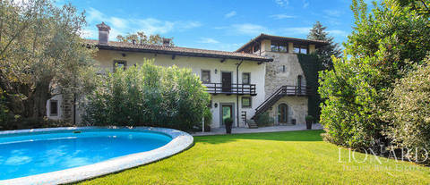 lovely villa with swimming pool for sale in bergamo