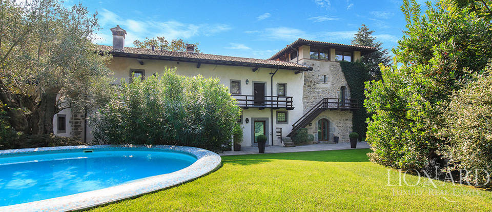 Lovely villa with swimming pool for sale in Bergamo Image 1