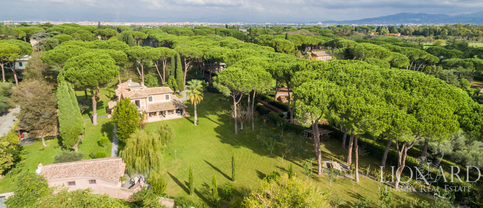 Beautiful luxury villa for sale in Rome Image 1