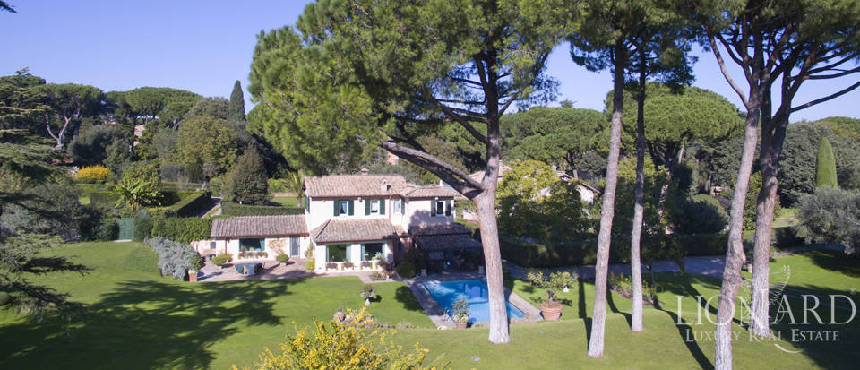 Lovely villa with a swimming pool in Rome Image 1