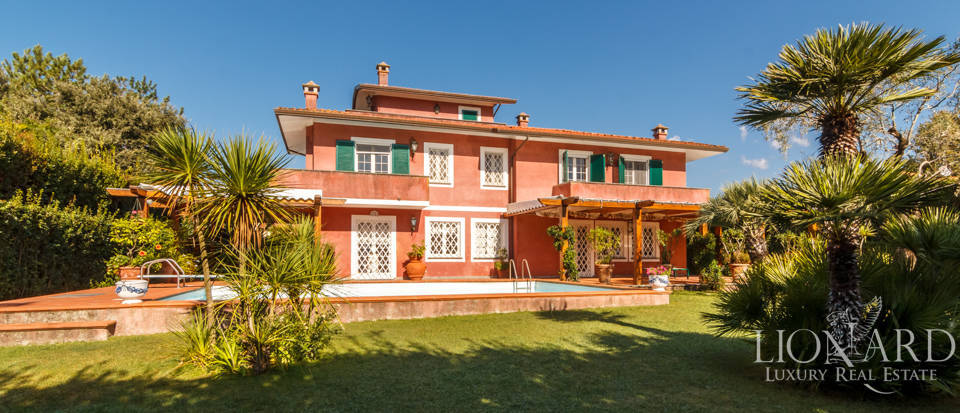charming villa for sale in forte dei marmi