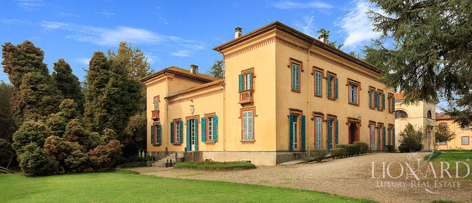 Stunning castle for sale in Novara Image 1