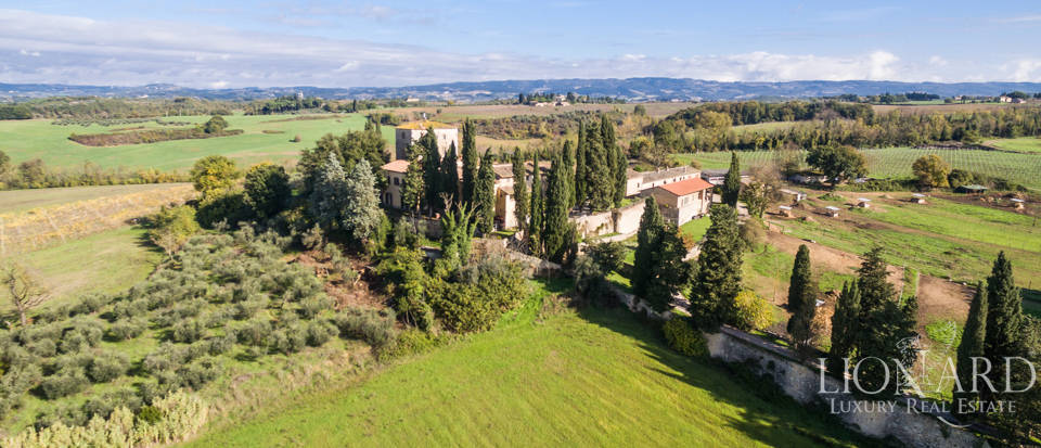 lovely farmstead for sale in siena