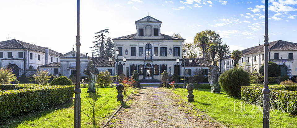 magnificent villa for sale in treviso