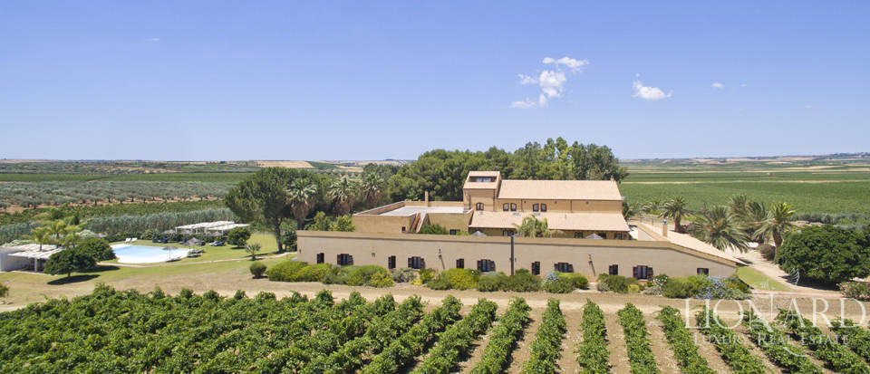 stunning farmstead for sale in sicily