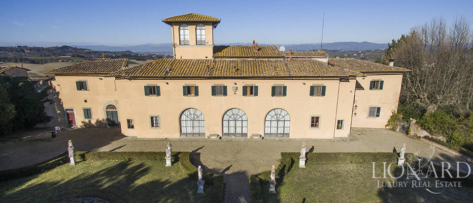 Prestigious farmstead for sale on Florence