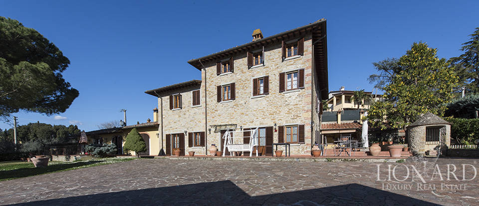 Tuscan farmhouse for sale in Arezzo Image 1