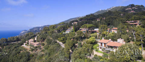 villa by the sea in porto santo stefano