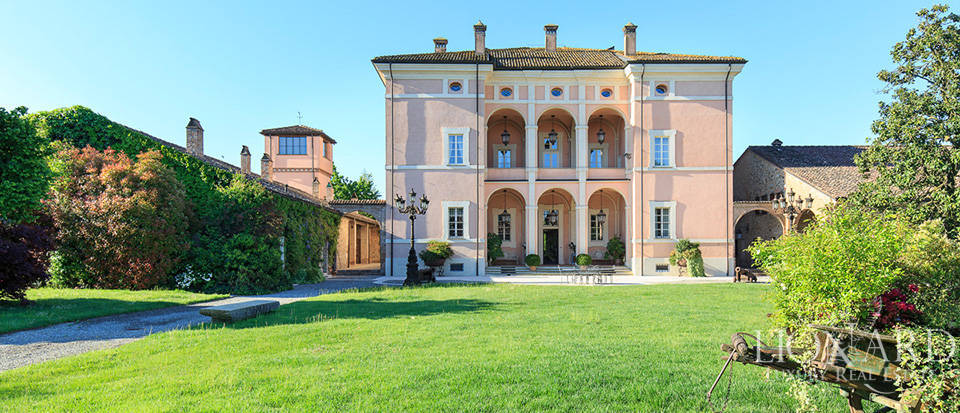 Luxury farmstead for sale in Piacenza Image 1