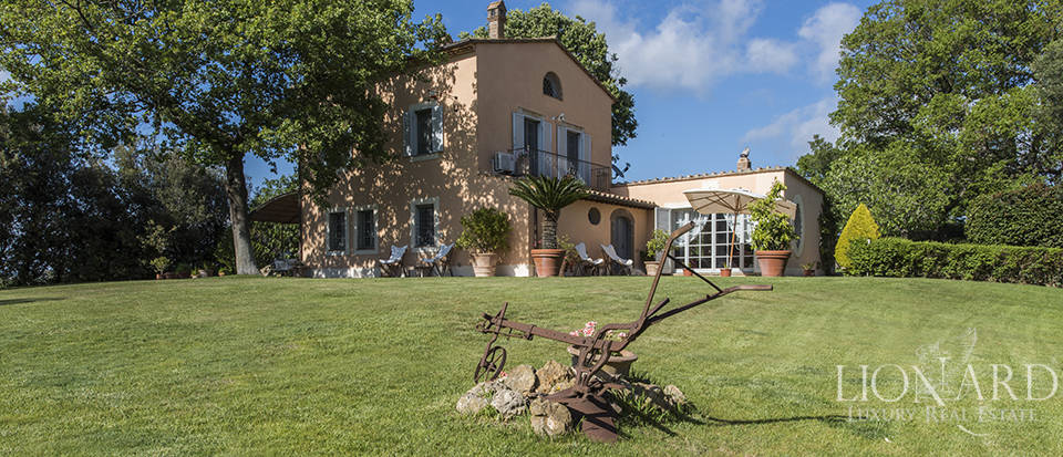 prestigious farmstead with olive grove in grosseto area