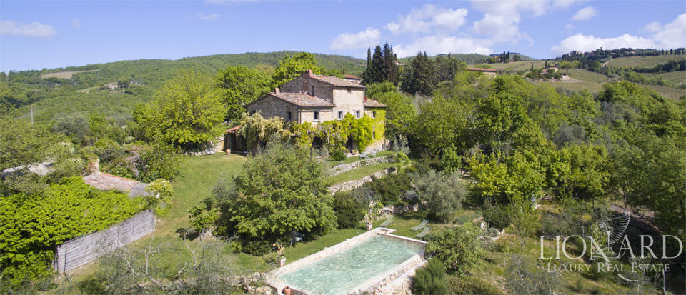 Farmhouse with swimming pool for sale in Chianti Image 1