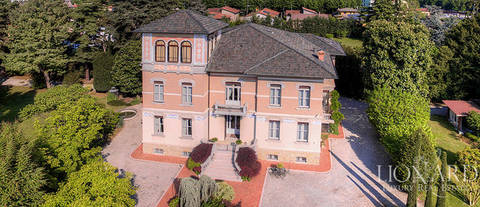 stunning villa for sale near lake iseo