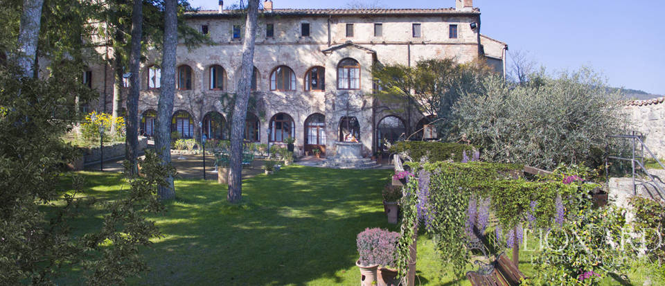 Luxury hotel in a historical estate near Siena Image 1