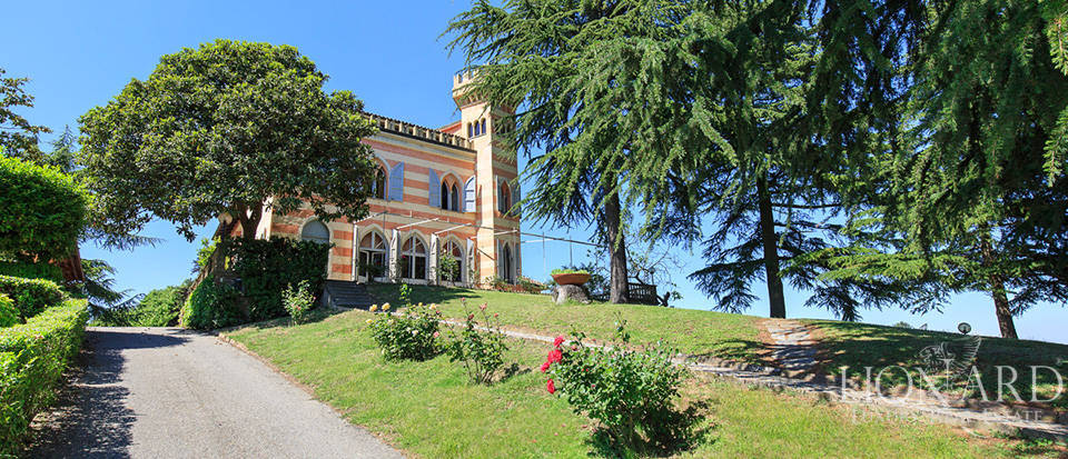 Castle for sale near Asti Image 1