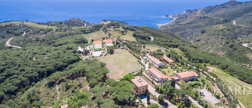 eksklusiv resort ved det vakre havet paa isola d elba
